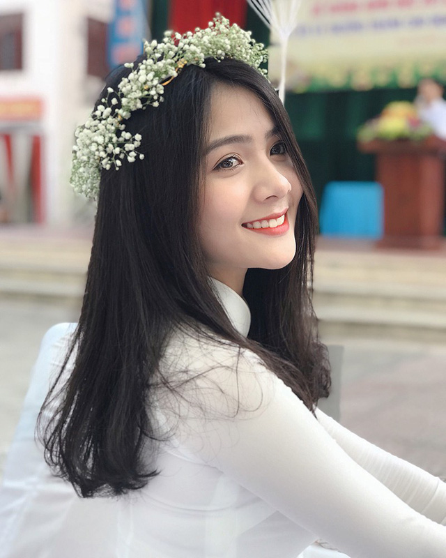 thien-than-ao-dai-dep-tuyet-trong-le-be-giang-cuoi-cung-thoi-hoc-sinh-02