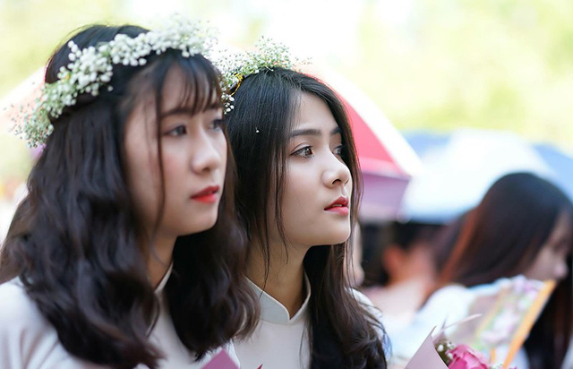 thien-than-ao-dai-dep-tuyet-trong-le-be-giang-cuoi-cung-thoi-hoc-sinh-06
